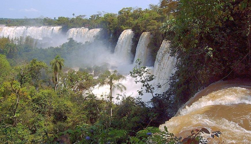 Ganztagesausflug zu den Iguazú Wasserfällen Argentinien