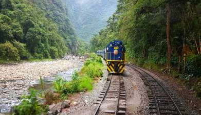 Zugfahrt von Aguas Calientes nach Ollantaytambo