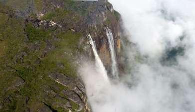 Überflug über den Wasserfall Salto Ángel