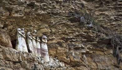 Ganztagesausflug zu den Sarkophagen von Karajía