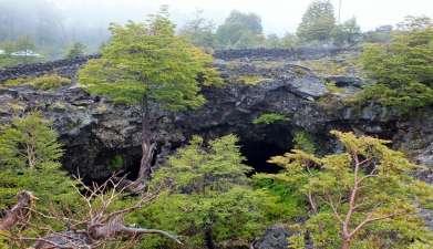 Exkursion zu den vulkanischen Höhlen