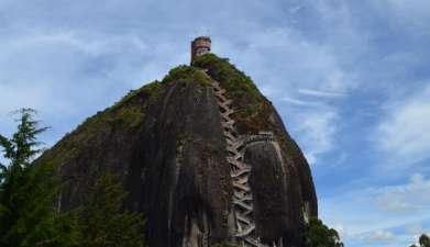 Ganztagesausflug Piedra de Peñol und Guatapé