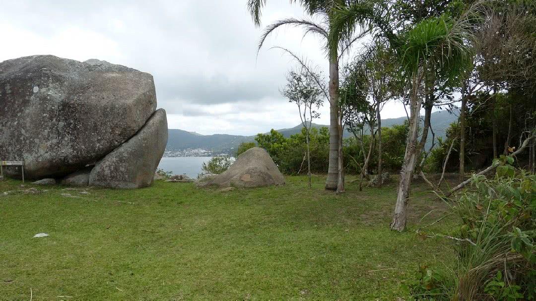 Tag 3 Florianópolis: Halbtägige Regenwaldwanderung zu den mystischen Steinen