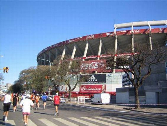 Buenos Aires Marathon - vorbei am Stadion von River Plate