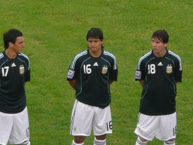 Nicolas Burdisso, Kun Agüero und Lionel Messi