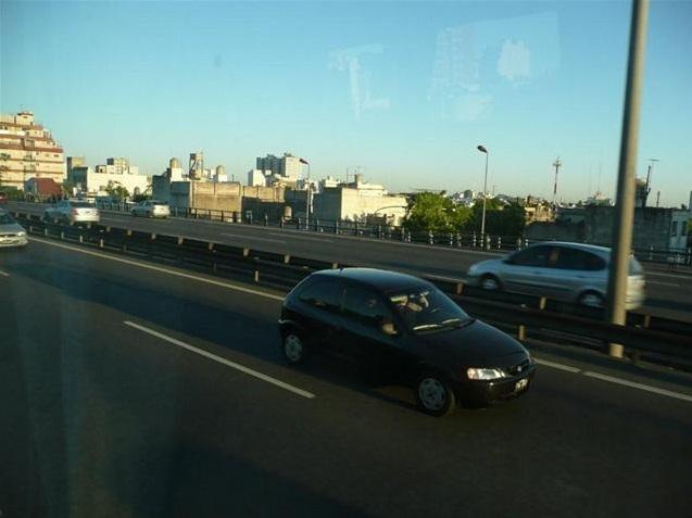 Auf diser Stadtautobahn liefen wir Kilometer 4-14