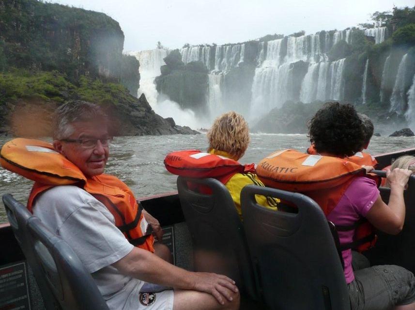 Mit dem Boot zu den Iguazú-Wasserfällen