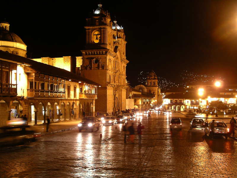 Plaza de Armas bei Nacht, Cuzco, Peru - Reiseinformationen