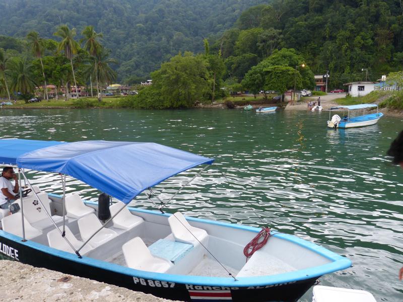 Boot an der Küste von Golfito, Costa Rica
