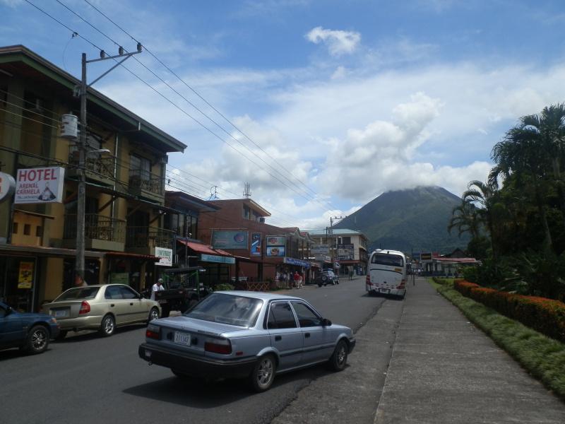 Stadt La Fortuna mit Vulkan El Arenal, Costa Rica