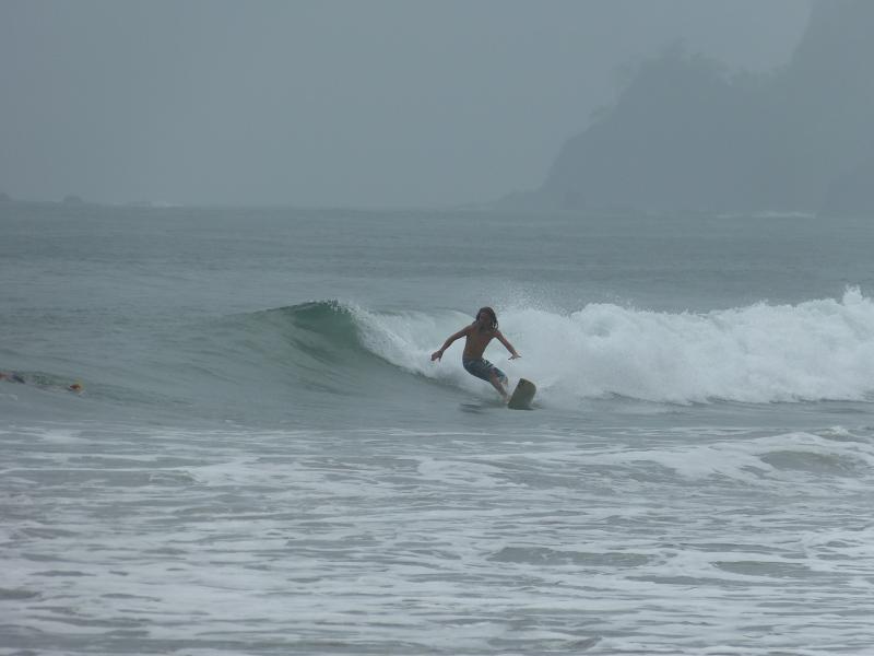Surfen am Strand Playa Espadilla Manuel Antonio, Reiseinformationen Costa Rica