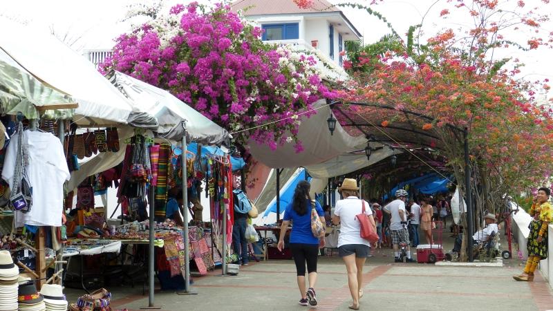 bunter Markt mit Molas in Panama City, Panama Stadt