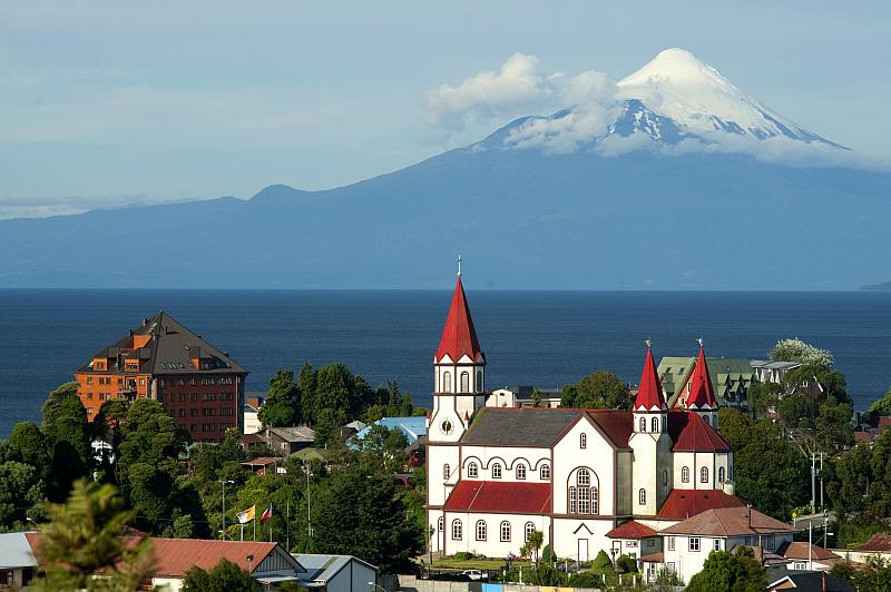 Puerto Varas mit Lago Llanquihue und Vulkan Osorno
