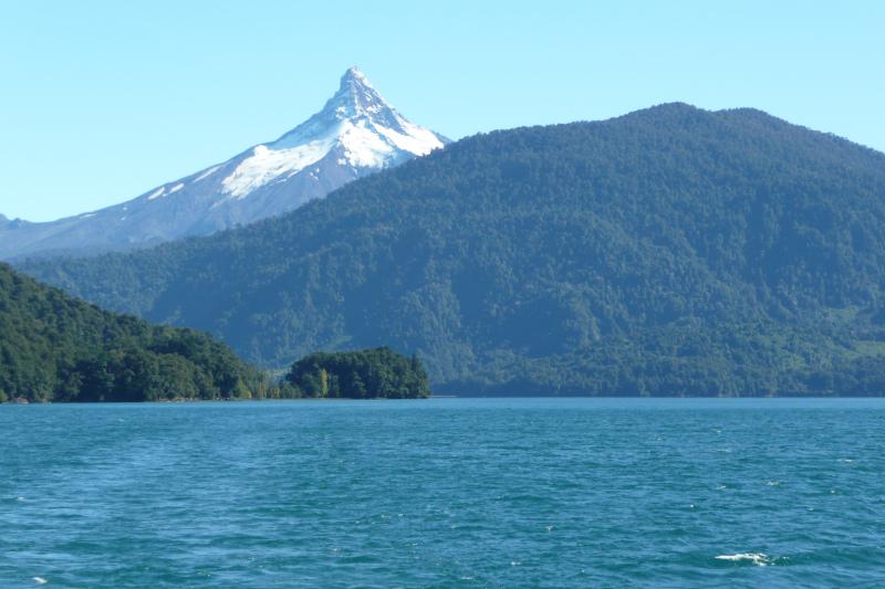 Blick auf Vulkan Puntiagudo, Puerto Varas, Chile