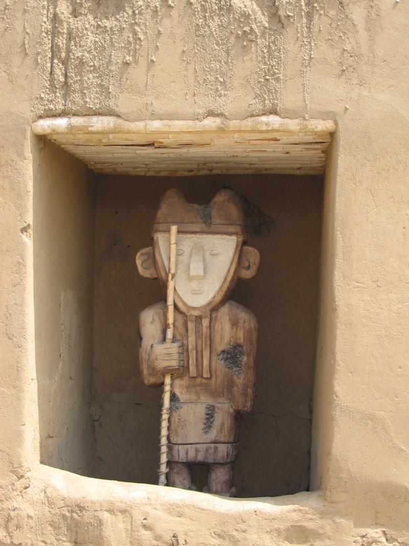 Figur aus Chan Chan, Trujillo, Peru